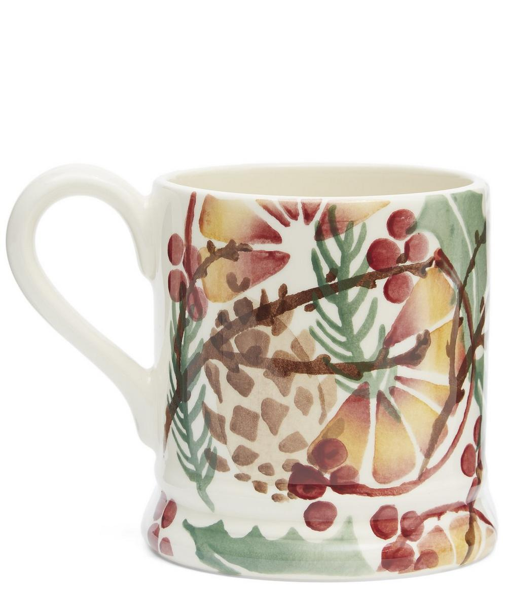 Holly Wreath Half Pint Mug