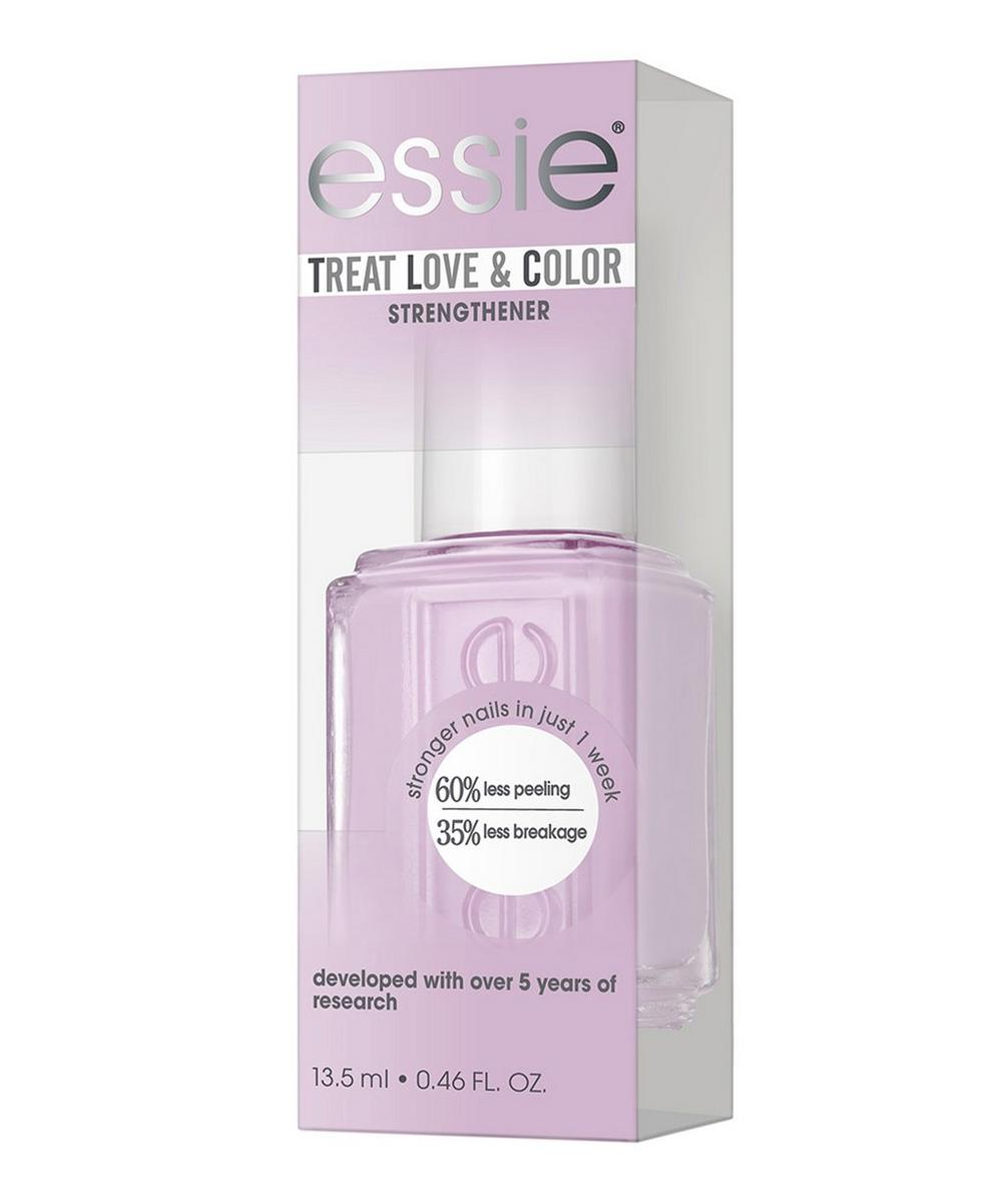 Treat Love & Colour Nail Polish in Daytime Dreamer