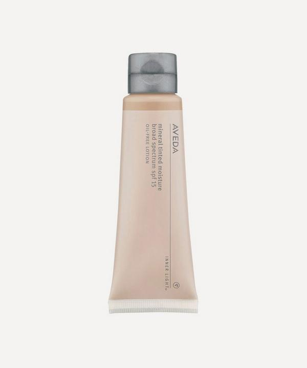 Inner Light Mineral Tinted Moisturiser in Sweet Tea