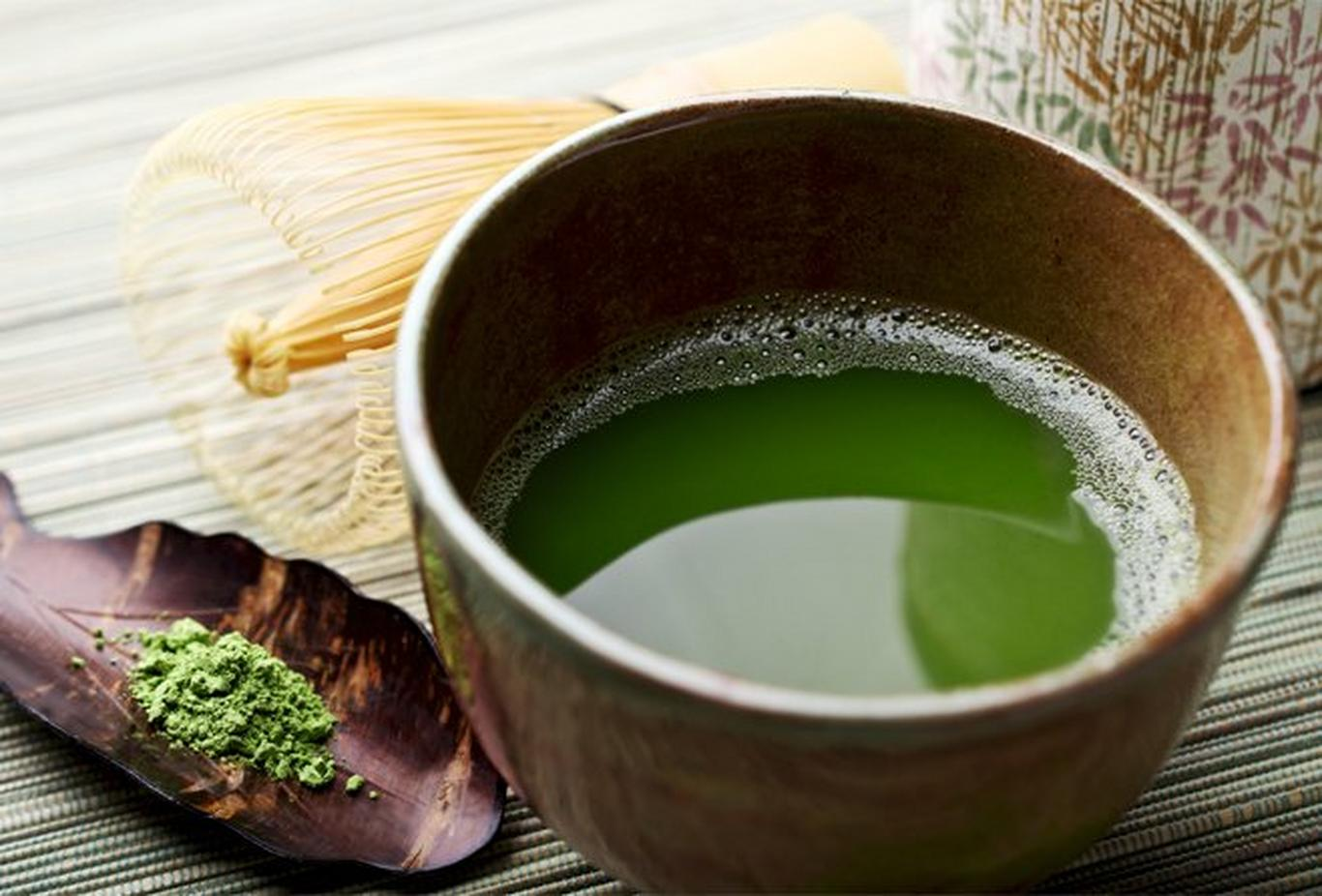Green tea is high in catechins, a type of antioxidant, which also protect the skin from UV damage.