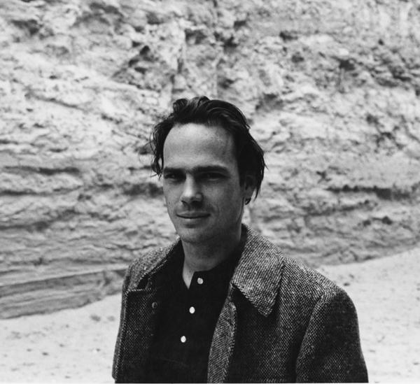 Michael Heizer in front of Double Negative