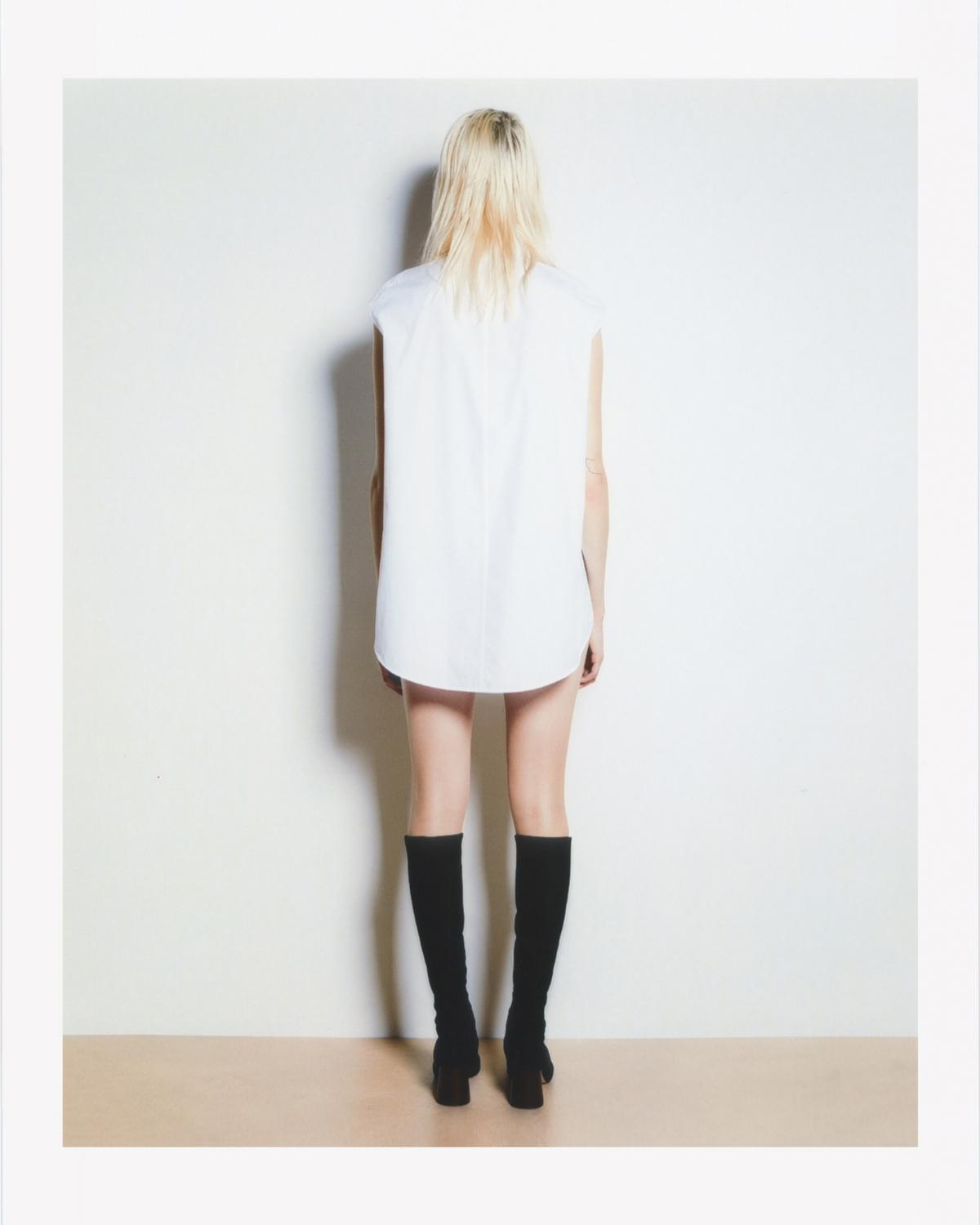 EYELET SLEEVELESS SHIRT