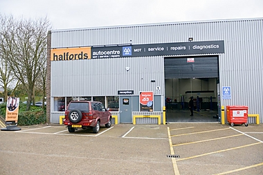 Halfords Autocentre Staines-upon-Thames