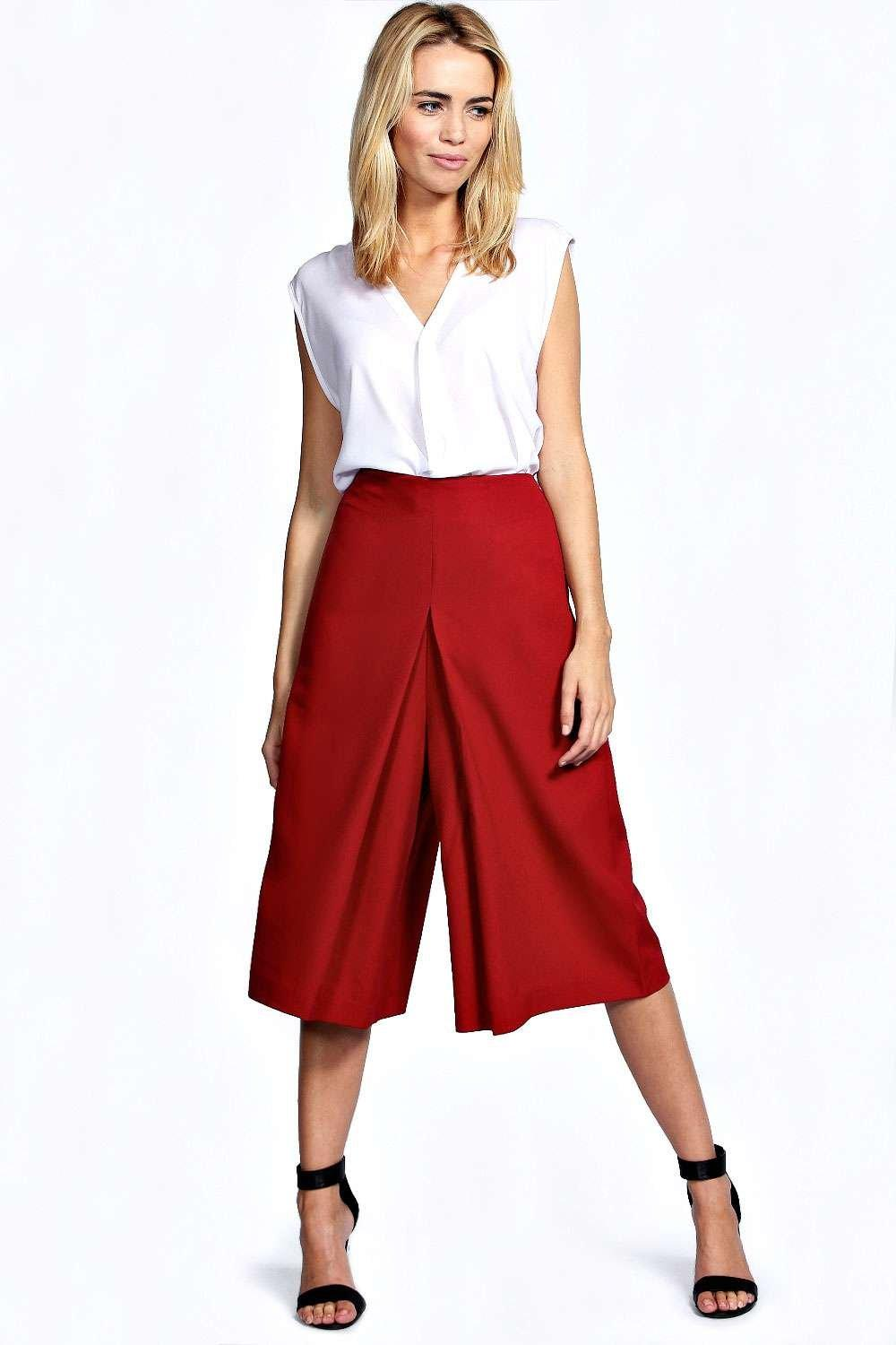 Add the latest styles with culottes to your staple wardrobe. Steal those brownie points with smart cropped trousers. Next day delivery & free returns available.