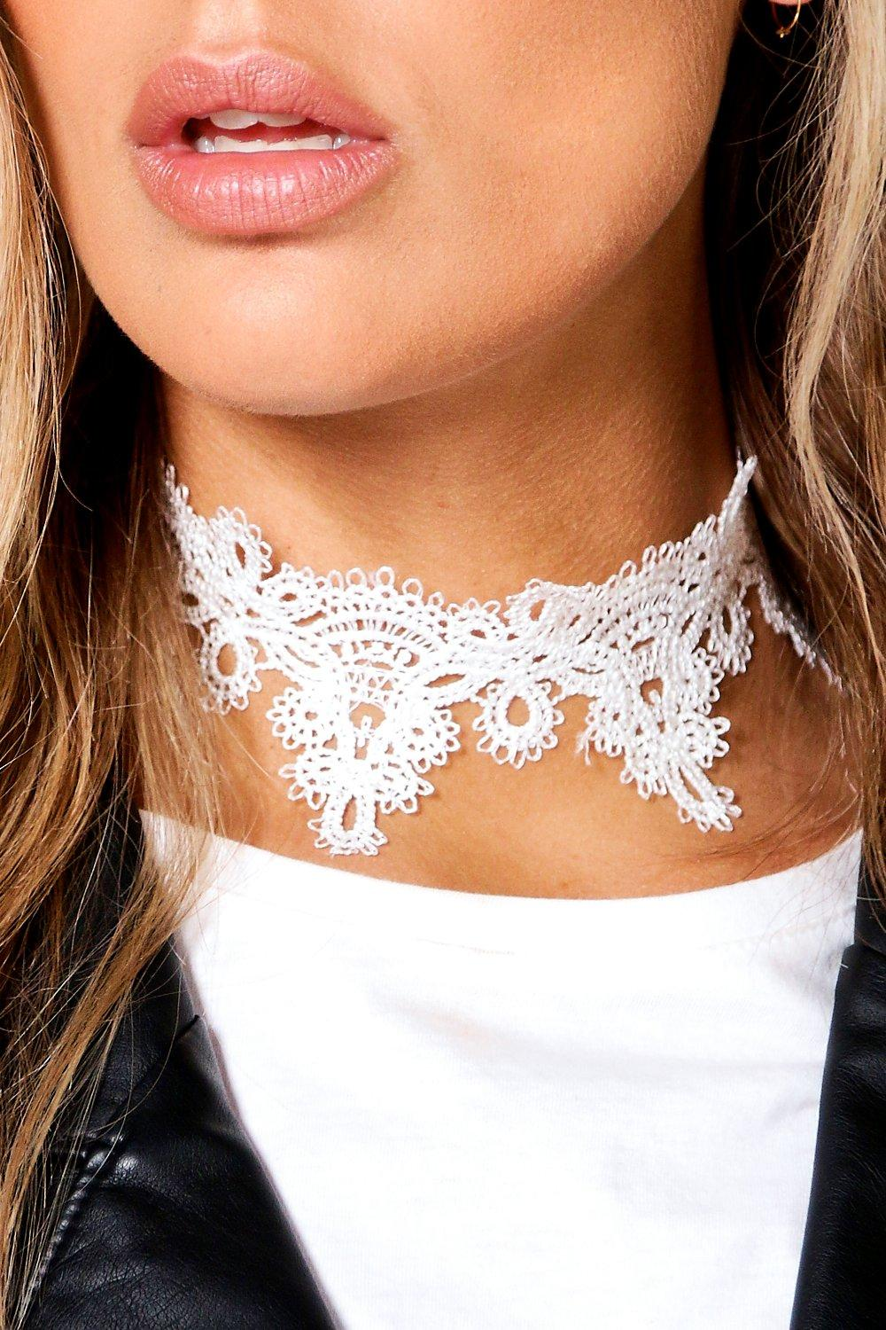 Plus Scarlett Lace Choker