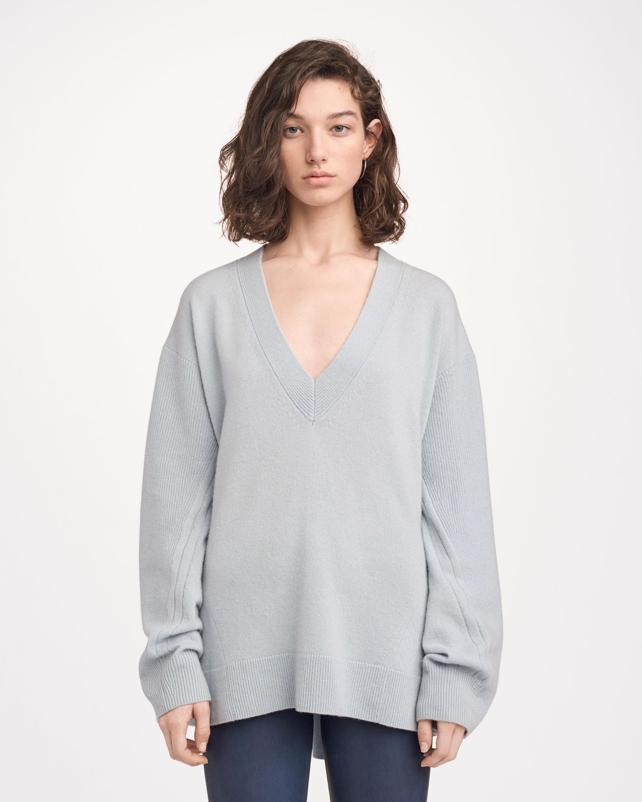 ACE CASHMERE V-NECK