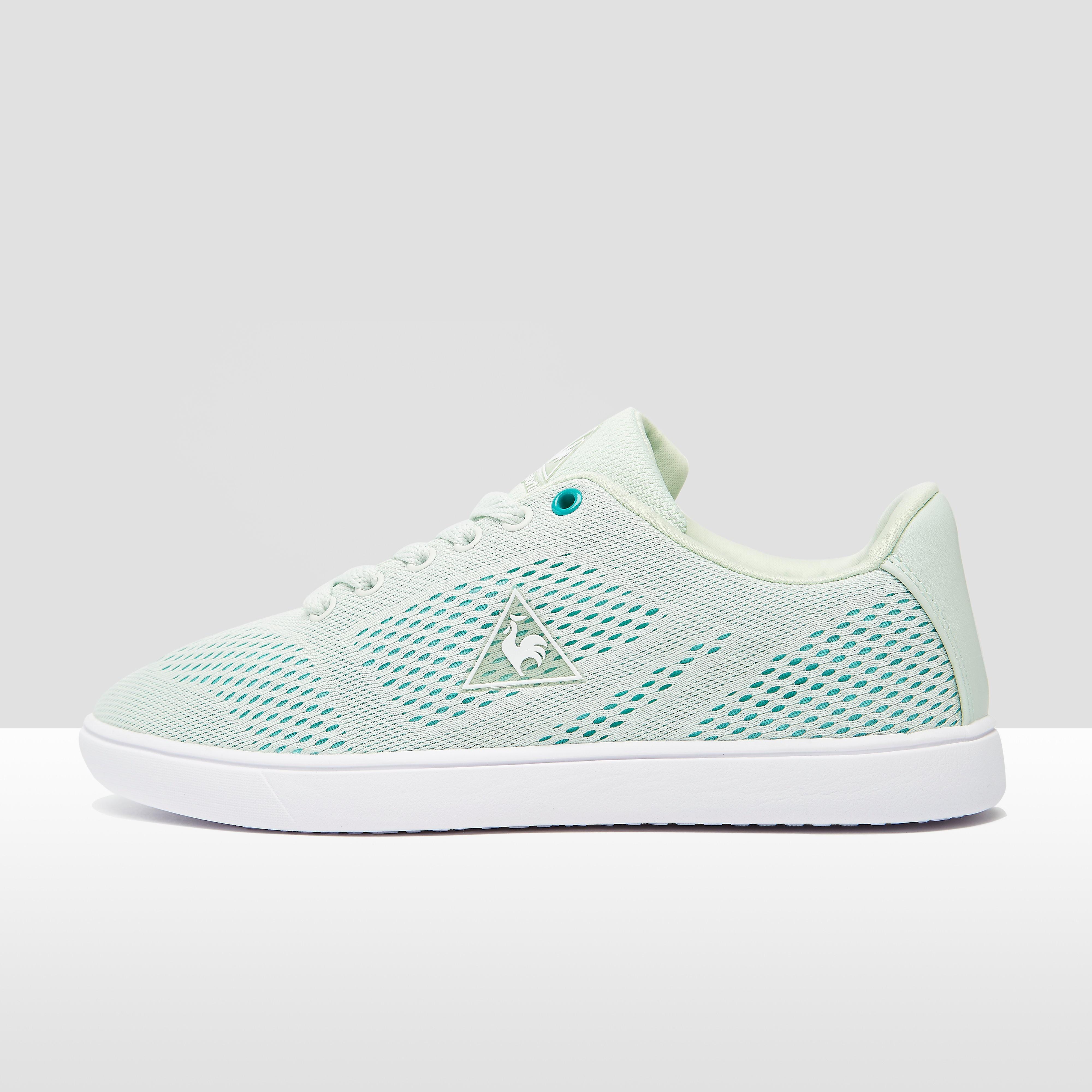 Op zoek naar luchtigheid? kijk dan niet verder dan de arrive low sneakers voor dames. dit groene model van le ...