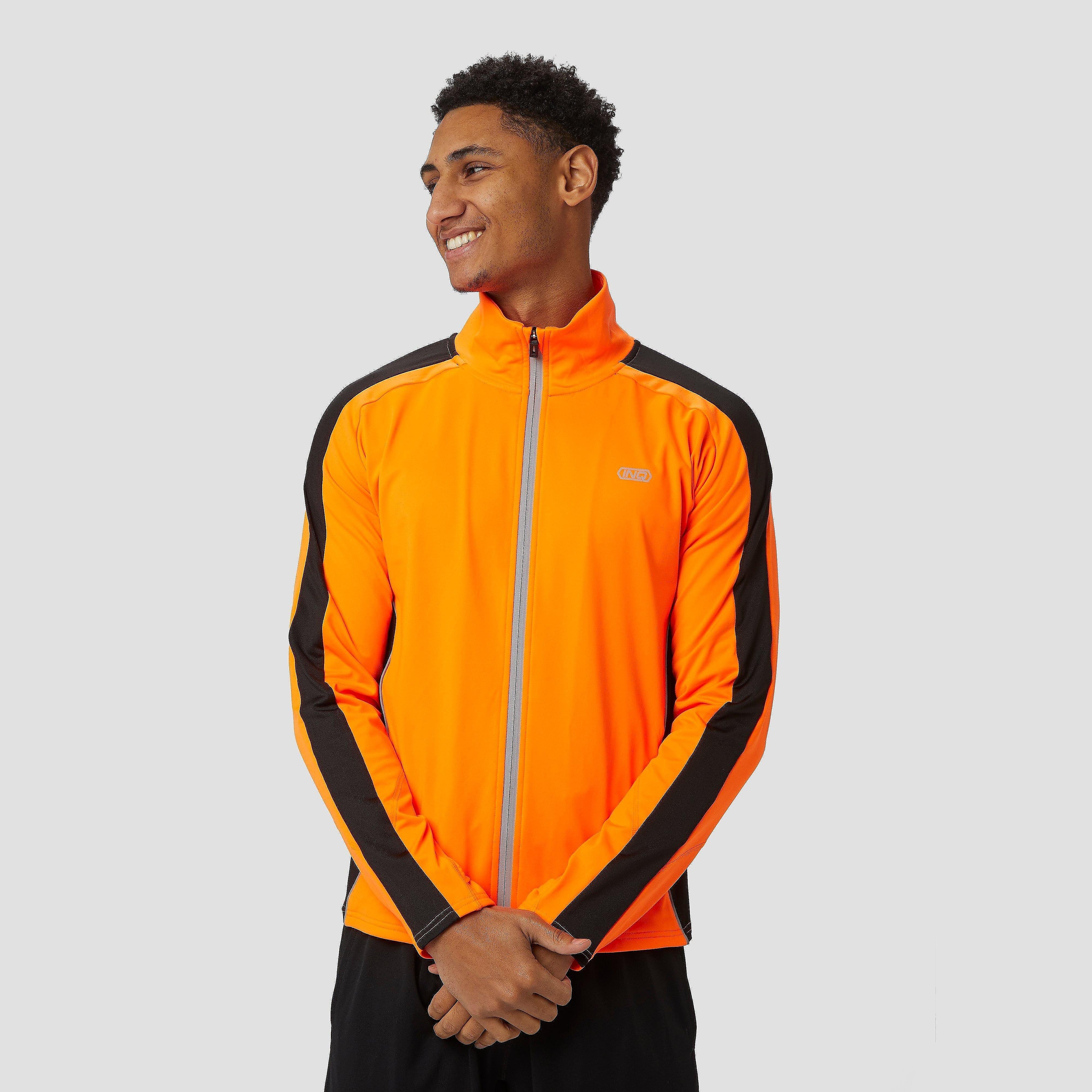 De oranje inq alpina wind hardloopjas voor heren maakt het mogelijk dat jij in weer en wind kan hardlopen! ...