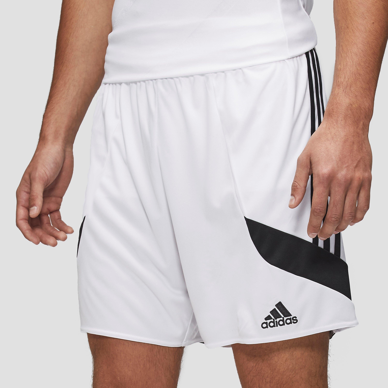 Een sportbroek waarin sporten nog leuker wordt, daar zorgt deze nova short van adidas wel voor. dit broekje ...