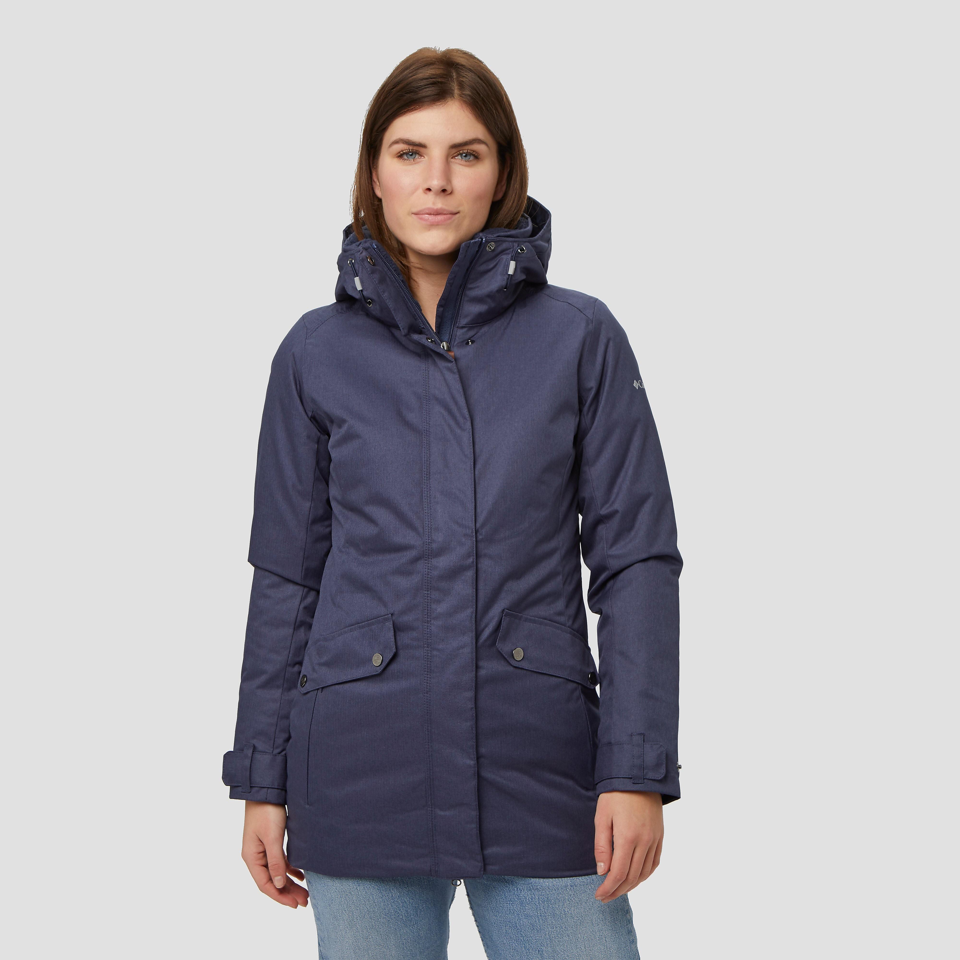 Je hoeft niet te kiezen tussen stijl en comfort met de pine bridge outdoorjas van columbia. deze blauwe ...