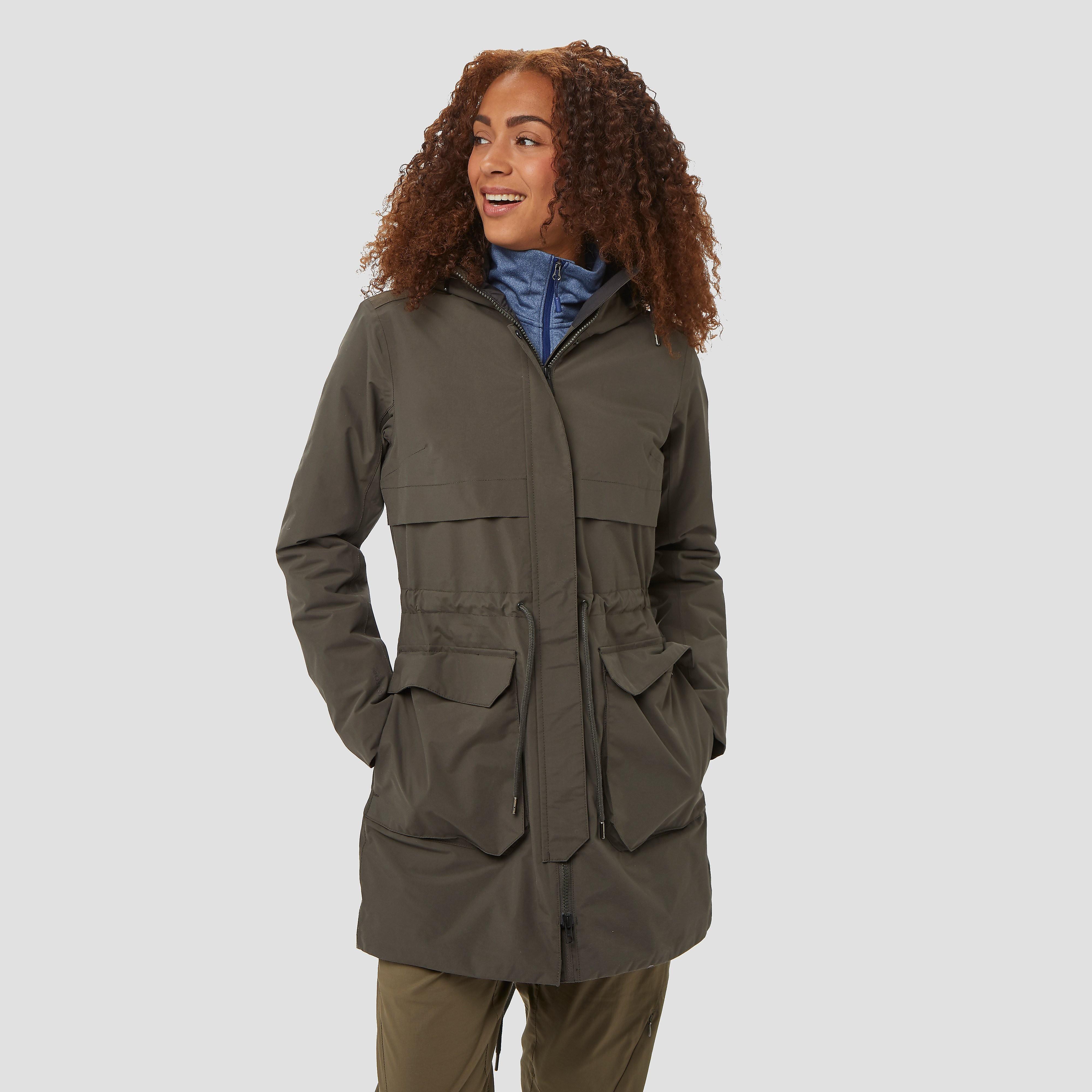 De boyne parka van helly hansen helpt jou de herfst door. dit veelzijdige, stijlvolle en duurzame damesmodel ...