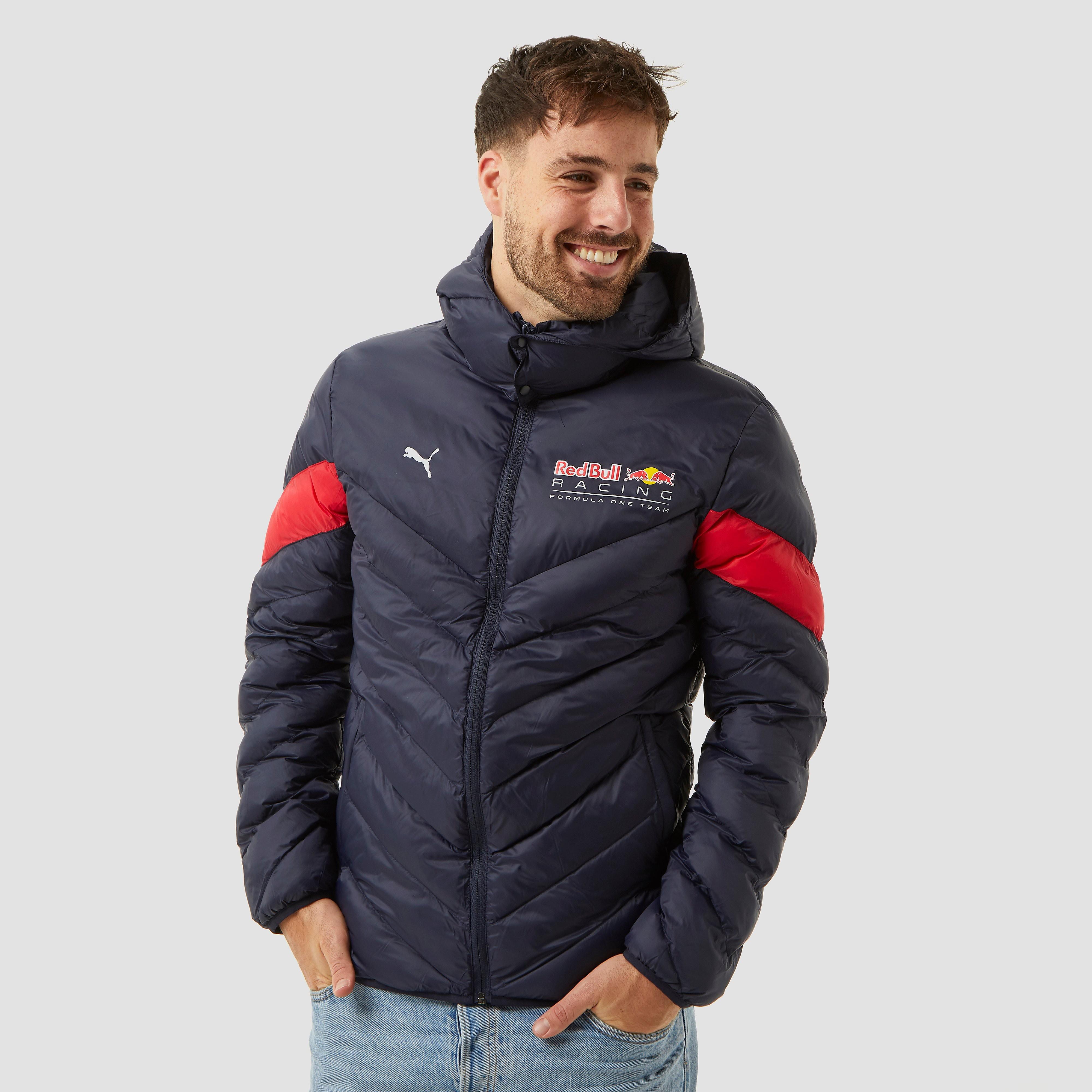 Ook tijdens de winter laat je zien dat je groot fan bent in de puma red bull racing mcs winterjas. in deze ...