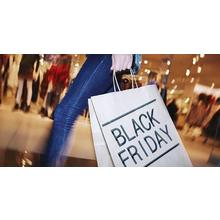 Black-Friday-shopper
