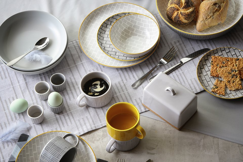 Image of some tableware and glassware