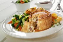Brakes Fully Baked Deep Fill Chicken, Wiltshire Ham & Leek Pies