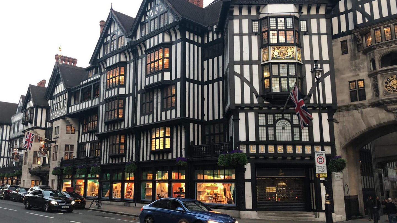 リージェントストリートのチューダー様式の建物にある、象徴的なリバティーロンドンの店