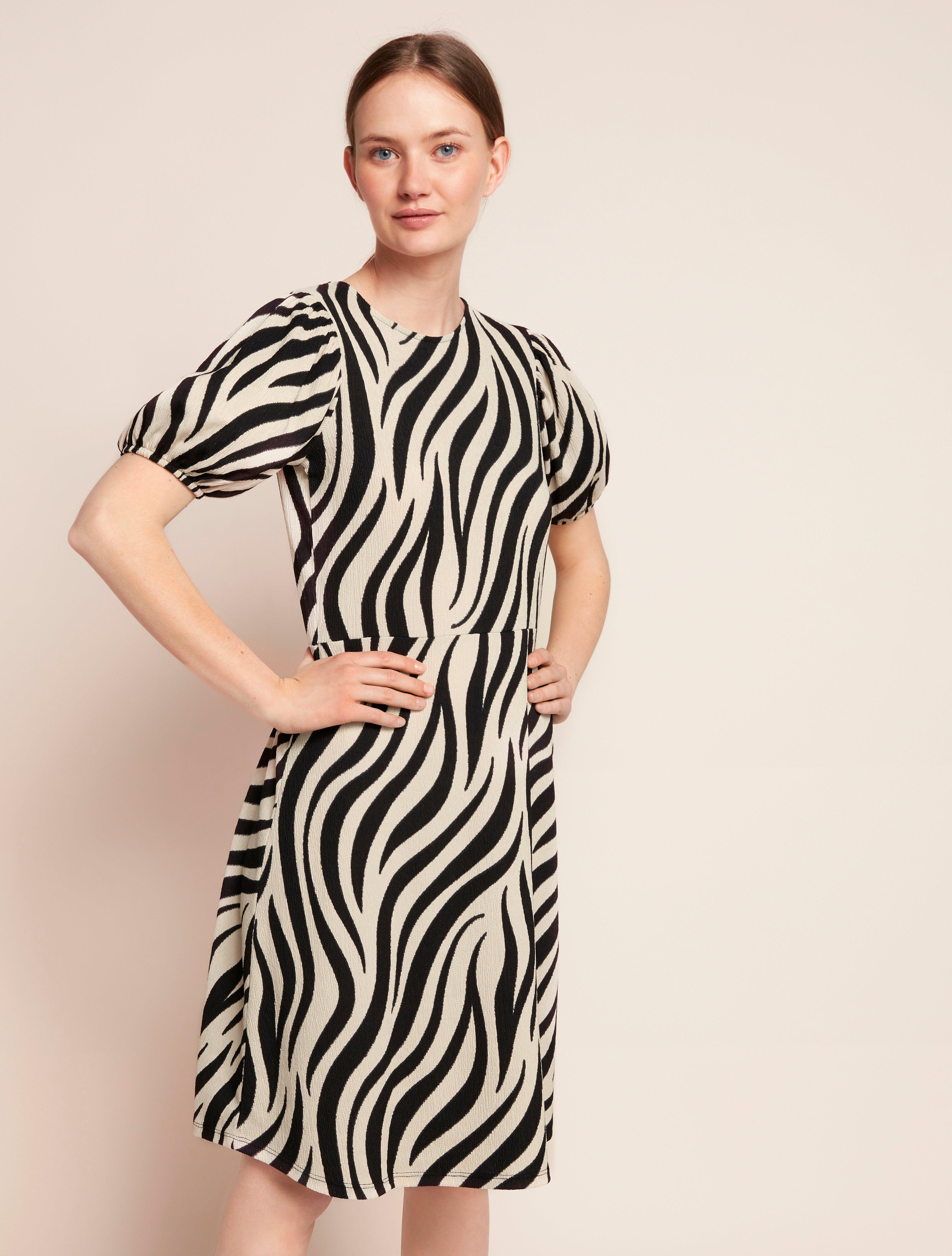 Klänning med puffärm och zebramönster