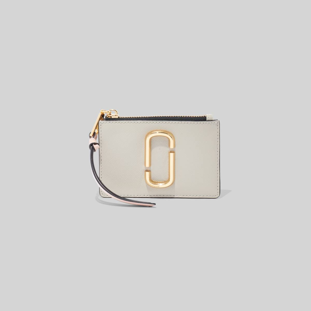 Topped of with a handy pull zip, the Snapshot Top Zip Multi Wallet features a ID case at the back to get in and out of wherever you need to be. | MARC JACOBS Women\\'s The Snapshot Top Zip Multi Wallet in Dust Multi