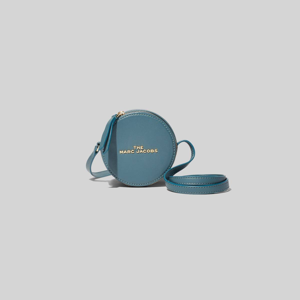 A mini bag that\\'s spot on. Use it to carry cash, AirPods, mintsany and all the small items you love. | MARC JACOBS Women\\'s The Hot Spot in Armory Blue