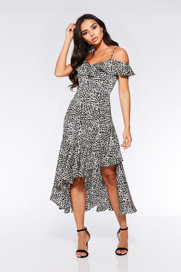 Vestido Negro y Blanco con Estampado de Leopardo y Hombros Descubiertos