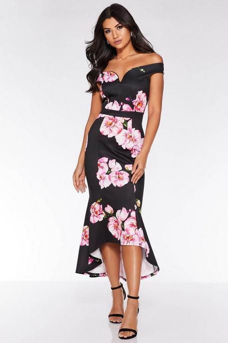 Vestido Midi Negro con Estampado de Flores y Bajo Asimétrico