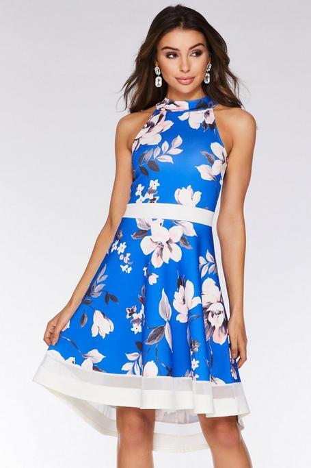 Vestido Azul con Estampado Floral y Bajo Asimétrico