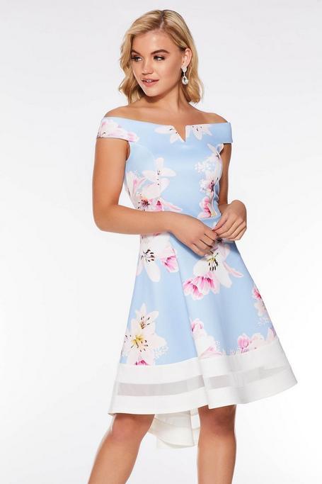 Vestido de Bajo Asimétrico Azul con Estampado Floral y Escote Bardot