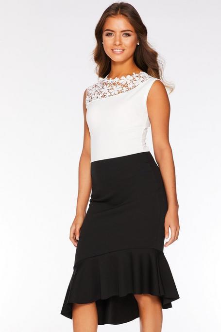 Vestido Midi Blanco y Negro con Detalle Floral de Ganchillo