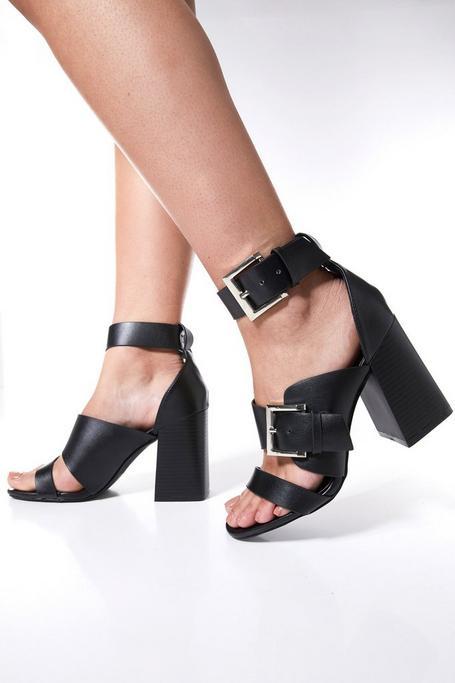 Sandalias Negras de Tacón Grueso con Detalles de Hebillas
