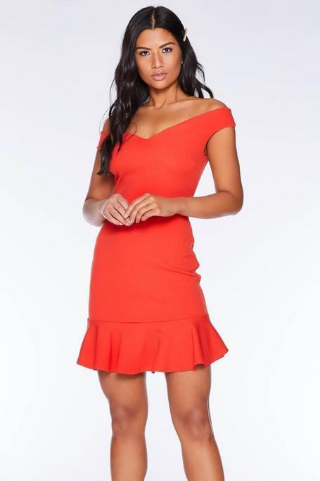 Vestido Corto Naranja con Escote Bardot y Volantes