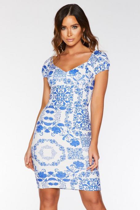 Vestido Blanco y Azul con Estampado de Azulejo