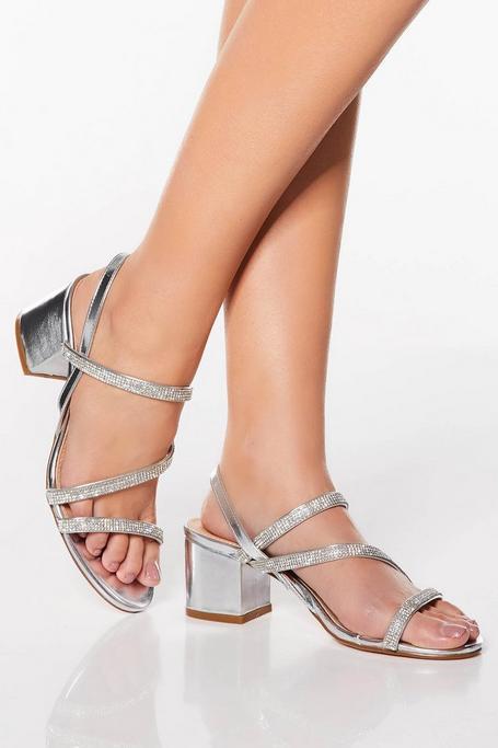 Sandalias Plateadas Asimétricas con Brillantes
