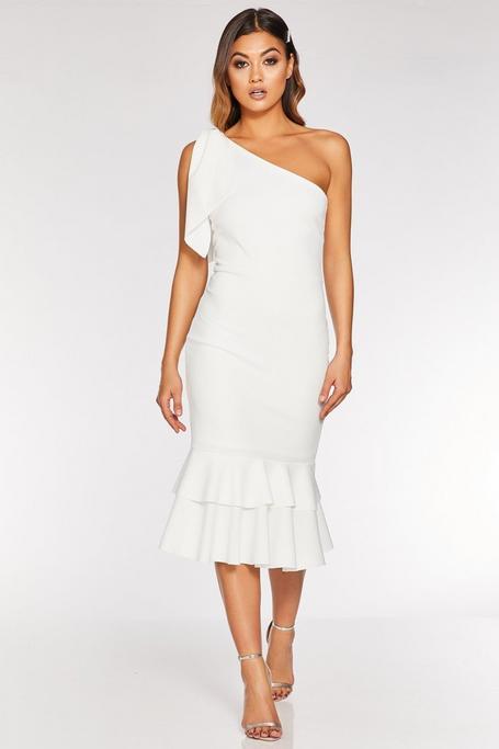 Vestido Blanco Asimétrico con Volantes