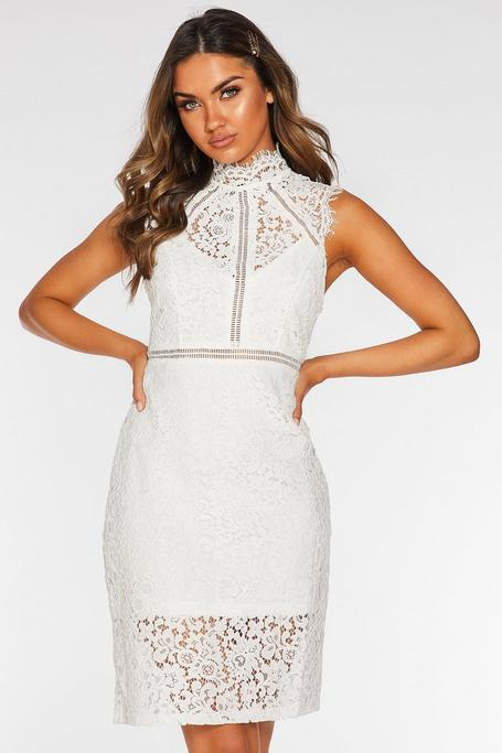Vestido Blanco de Ganchillo con Cuello Alto