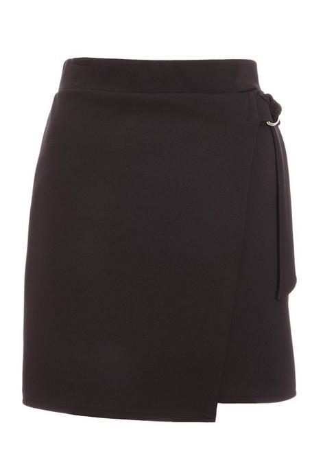 Mini Falda Negra con Detalle de Aro