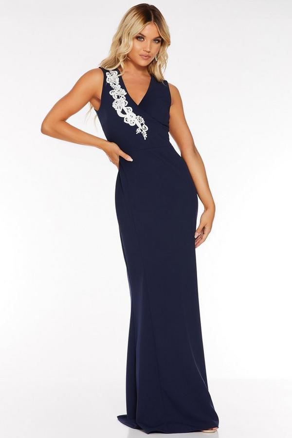 Vestido Largo Azul Marino con Detalle Floral Bordado