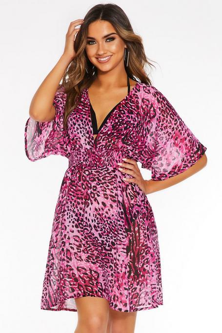 Vestido de Playa Rosa con Estampado de Leopardo.