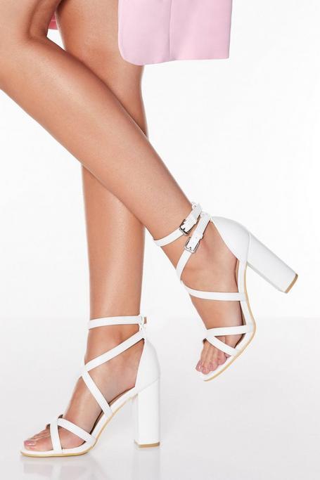 Sandalias de Tacón Blancas con Doble Hebilla