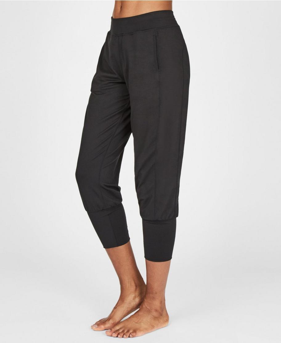 6327a78471 Garudasana Yoga Capris - Black | Women's Pants | Sweaty Betty
