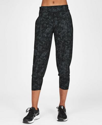 Garudasana Lightweight Yoga Capris, Slate Concrete Print | Sweaty Betty