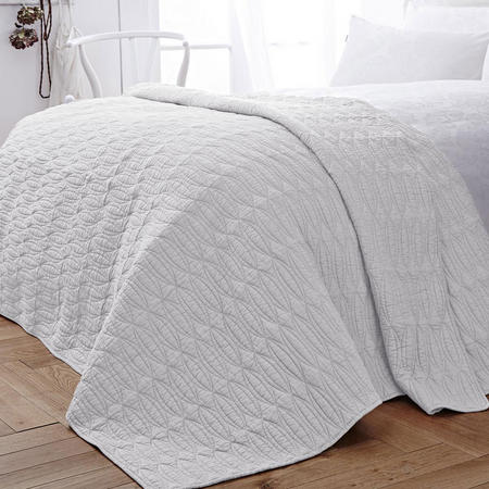 Simplicity Bedspread White