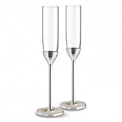 Vera Wang With Love Nouveau ?Pearl  Flute Pair