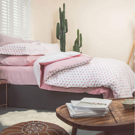 Woodcut Fitted Sheet Pink