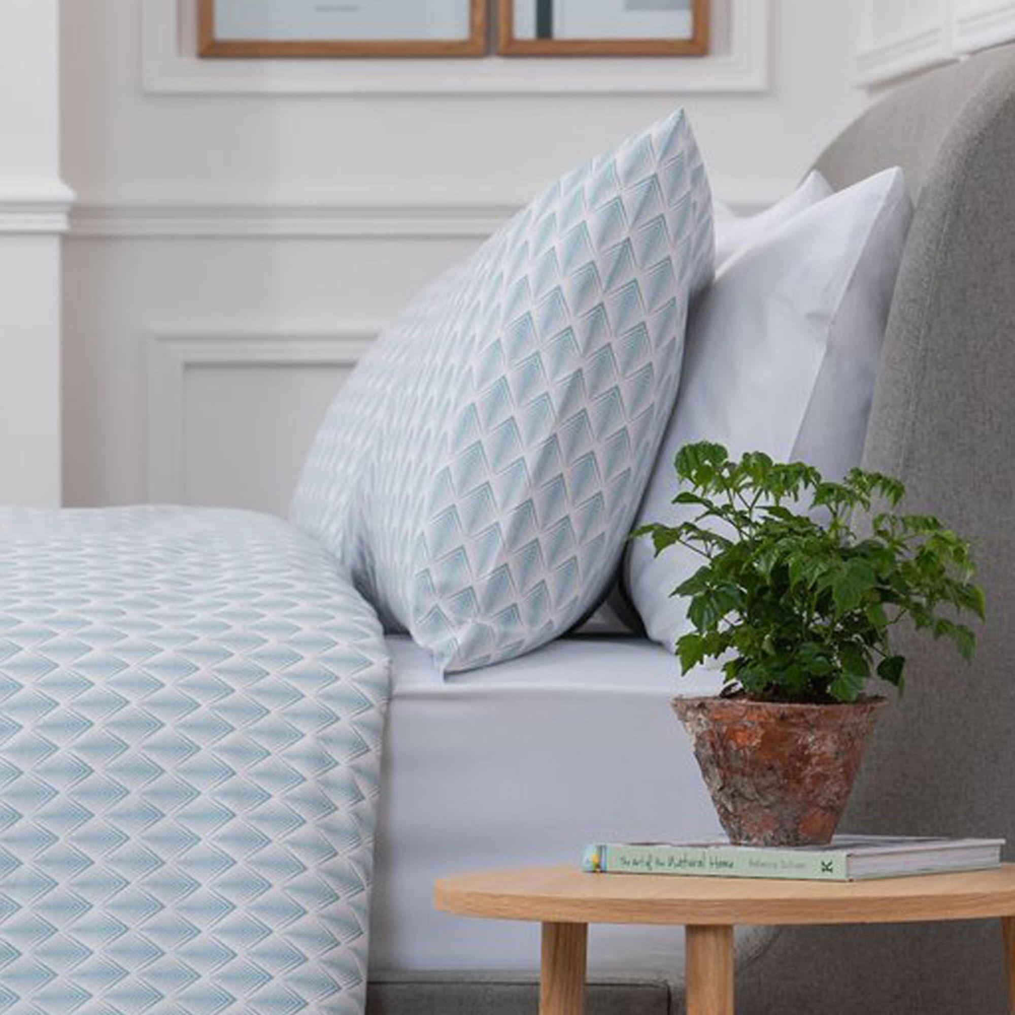5617AQUAPINKGEOPCPINKAQUA: Geometric Pillowcase