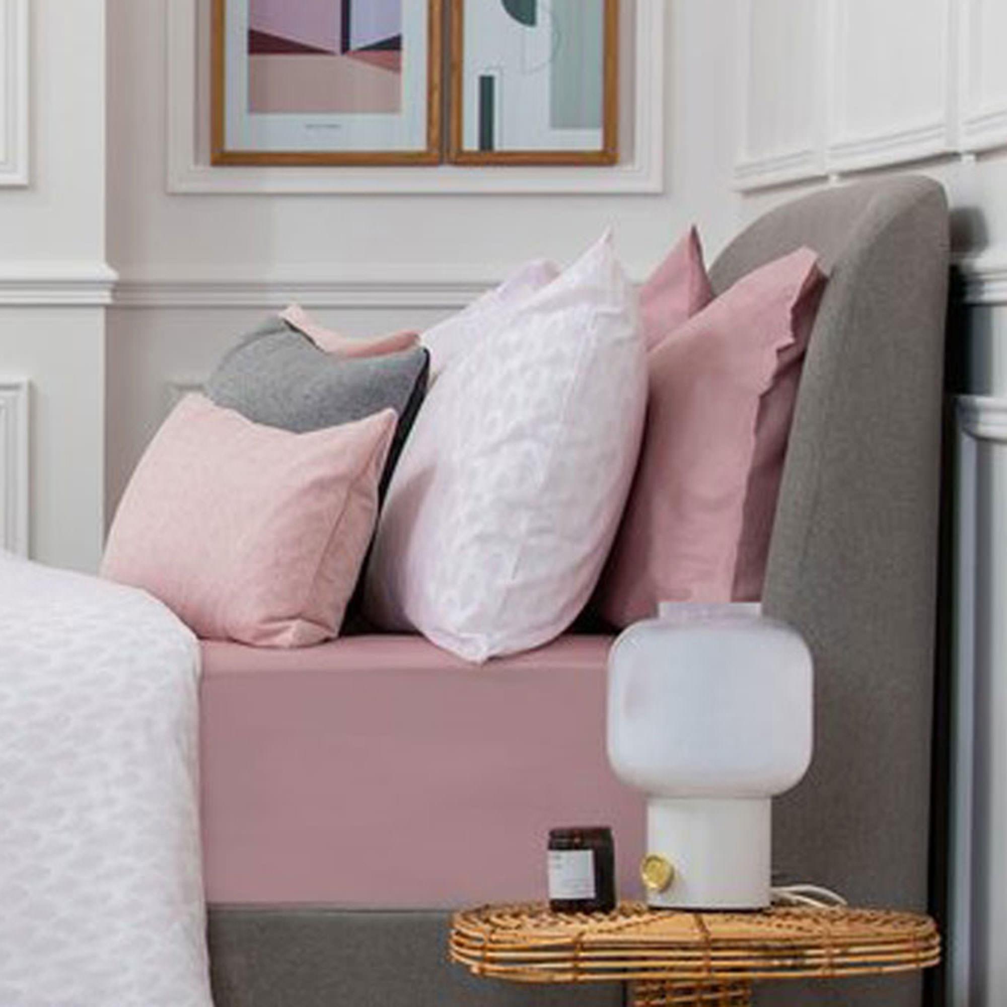 5617WHITEPINKGEOPCMULTI: Geometric Pillowcase