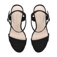 Pinkie Sandal