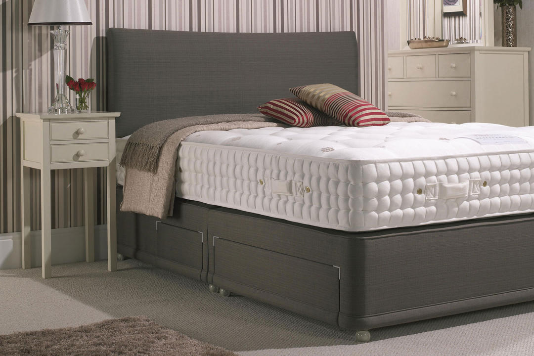 Ruby Plain Set With Firm Tension Mattress