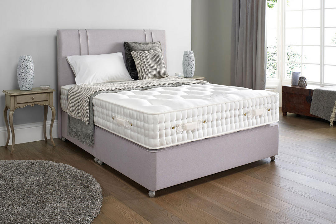 Sapphire Two-Drawer Set With Soft Tension Mattress