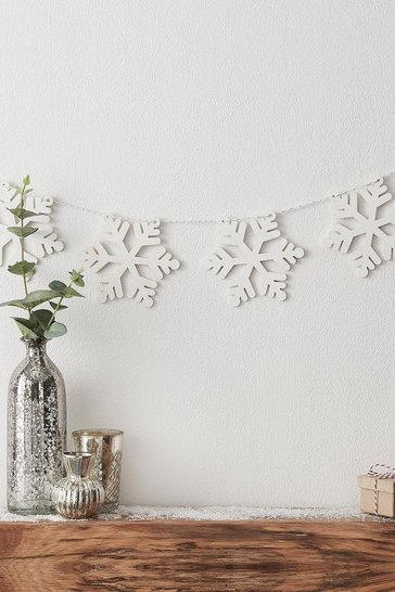 White Ginger Ray Christmas Wooden Snowflake Bunting