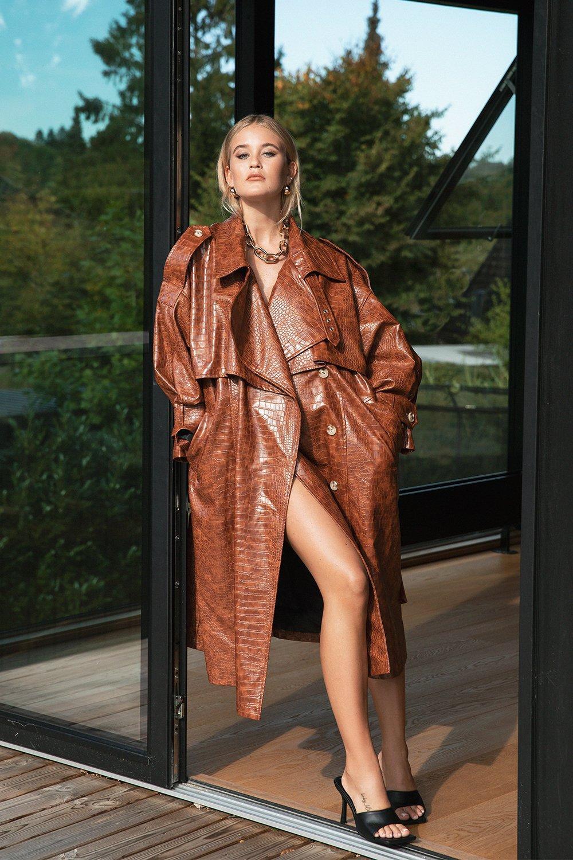 70s Jackets, Furs, Vests, Ponchos Womens Croc Faux Leather Belted Trench Coat - Brown - 10 $76.50 AT vintagedancer.com
